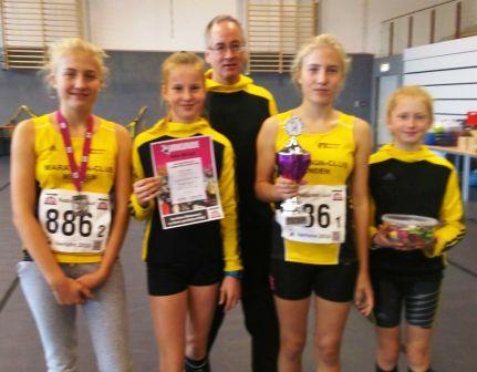 Siegerinnen mit Trainer Ralf Eufinger