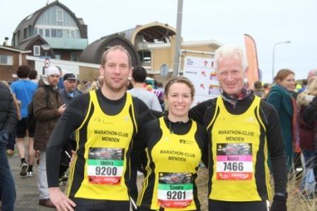 Stefan Fildhaut, Sandra Linnenkamp und Klaus Hoff vor dem Start in Egmond